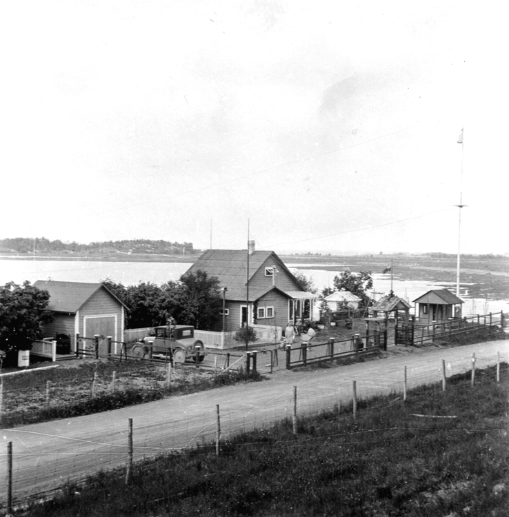 View of a cottage on the St. Lawrence.