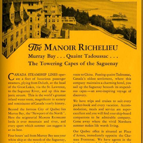 Publicité en anglais du manoir Richelieu. En arrière-plan: le quai de Pointe-au-Pic et un navire de croisière amarré.